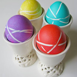2011 Easter Eggs - rubber bands_stand